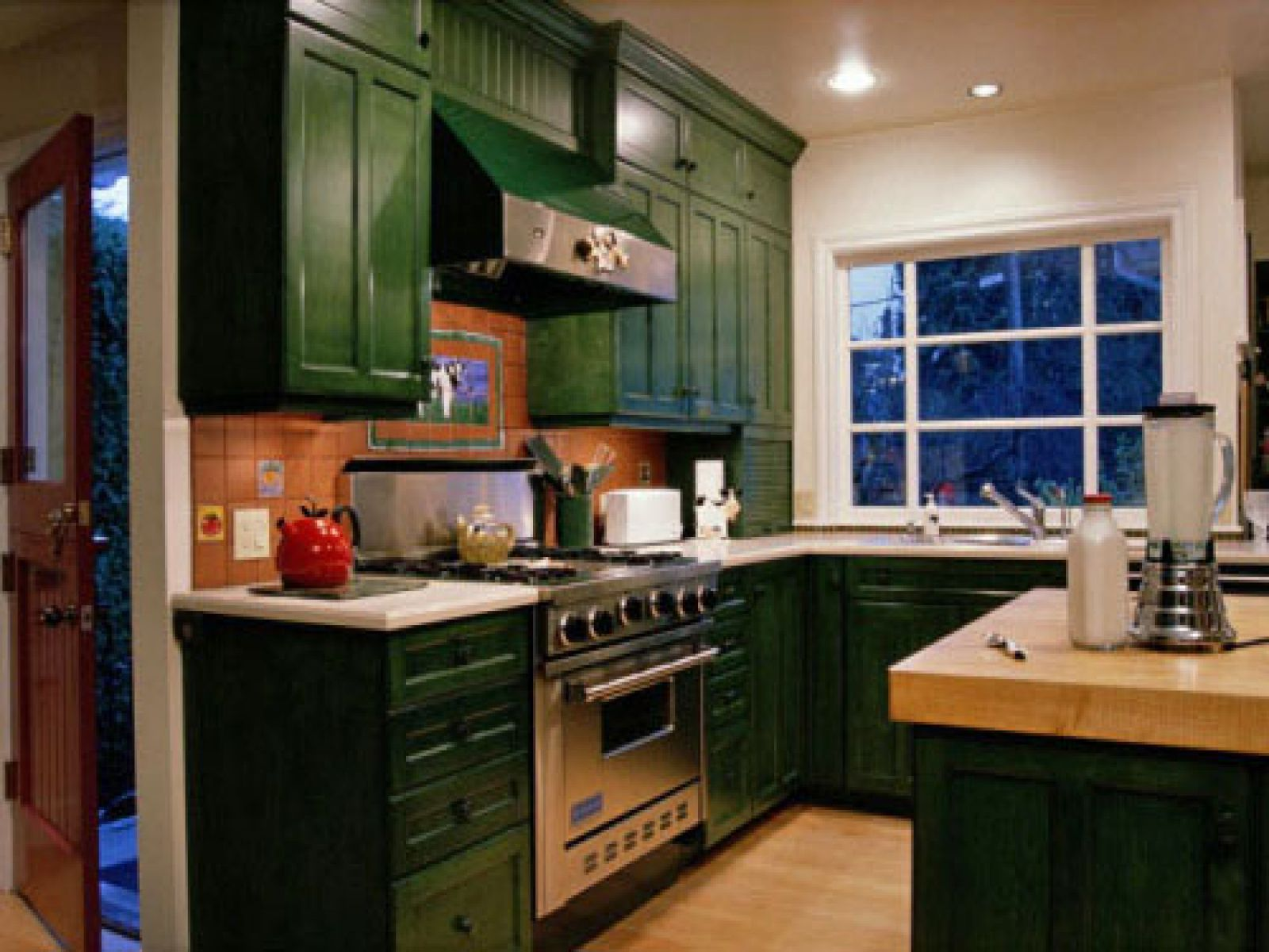 Green kitchen cabinets for eco friendly homeowners for Green and white kitchen designs