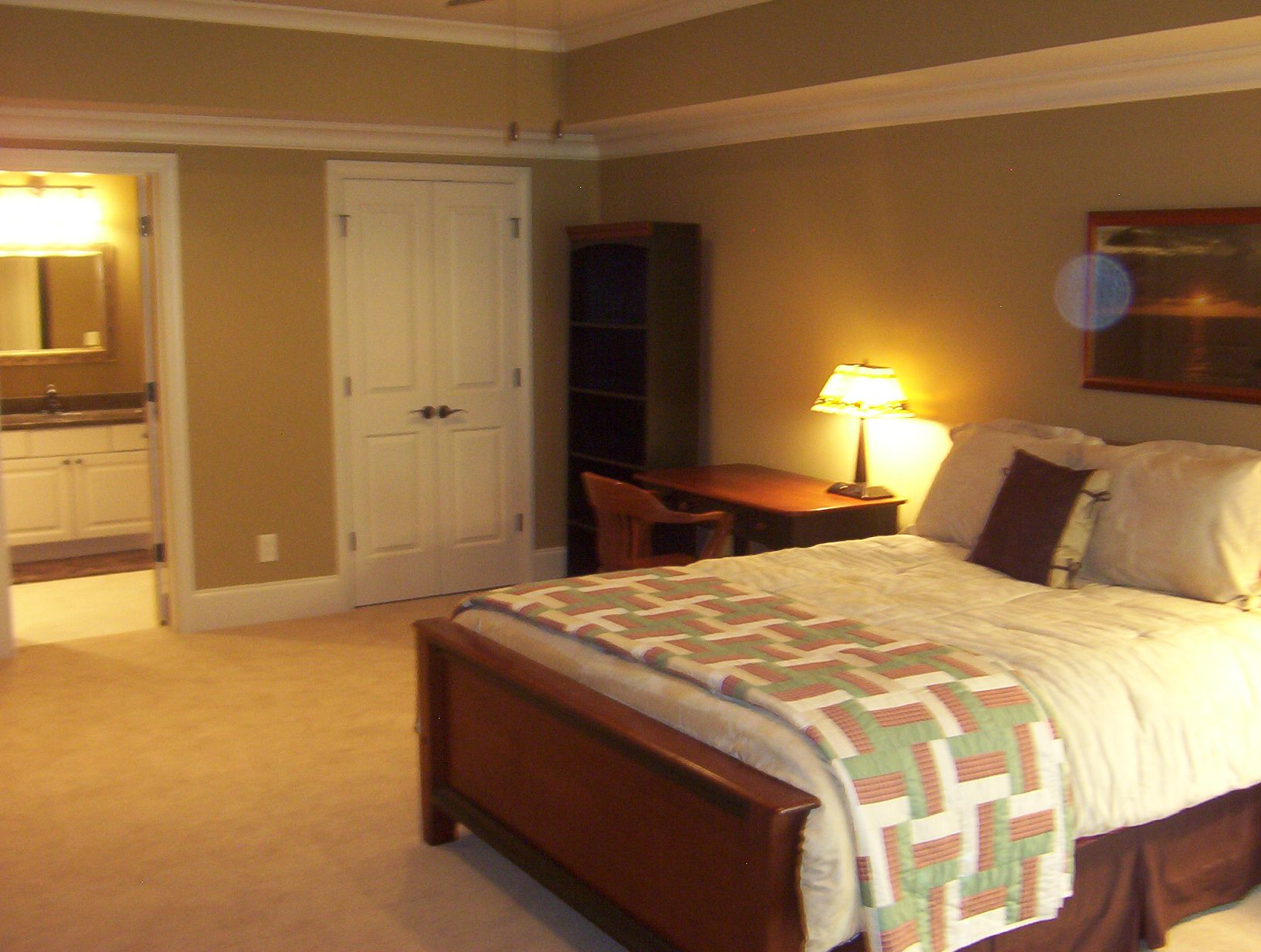6 basement bedroom ideas to create perfect basement for Bedroom suite decorating ideas