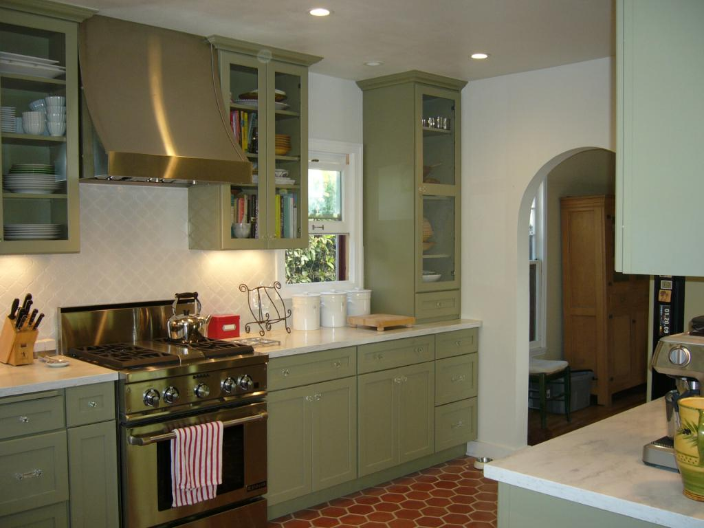 Astonishing Design Of The Green Kitchen With White Wall And White Ceiling Ideas With Green Cabinets And Red Rugs Ideas