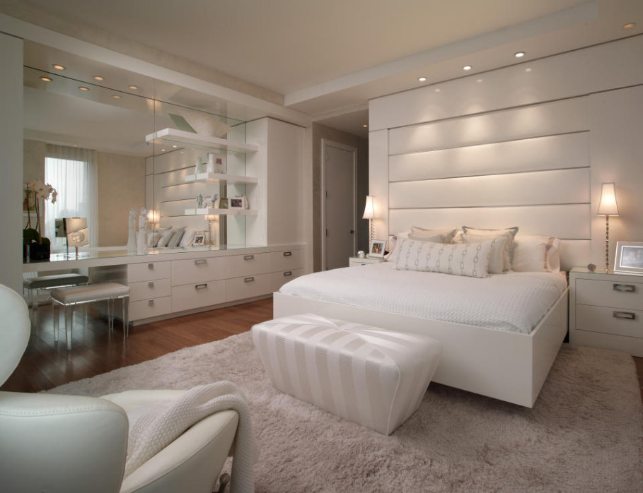 Charmant Astonishing Design Of The Narrow Apartment Studios With White Wall And  White Cabinets Added With Grey