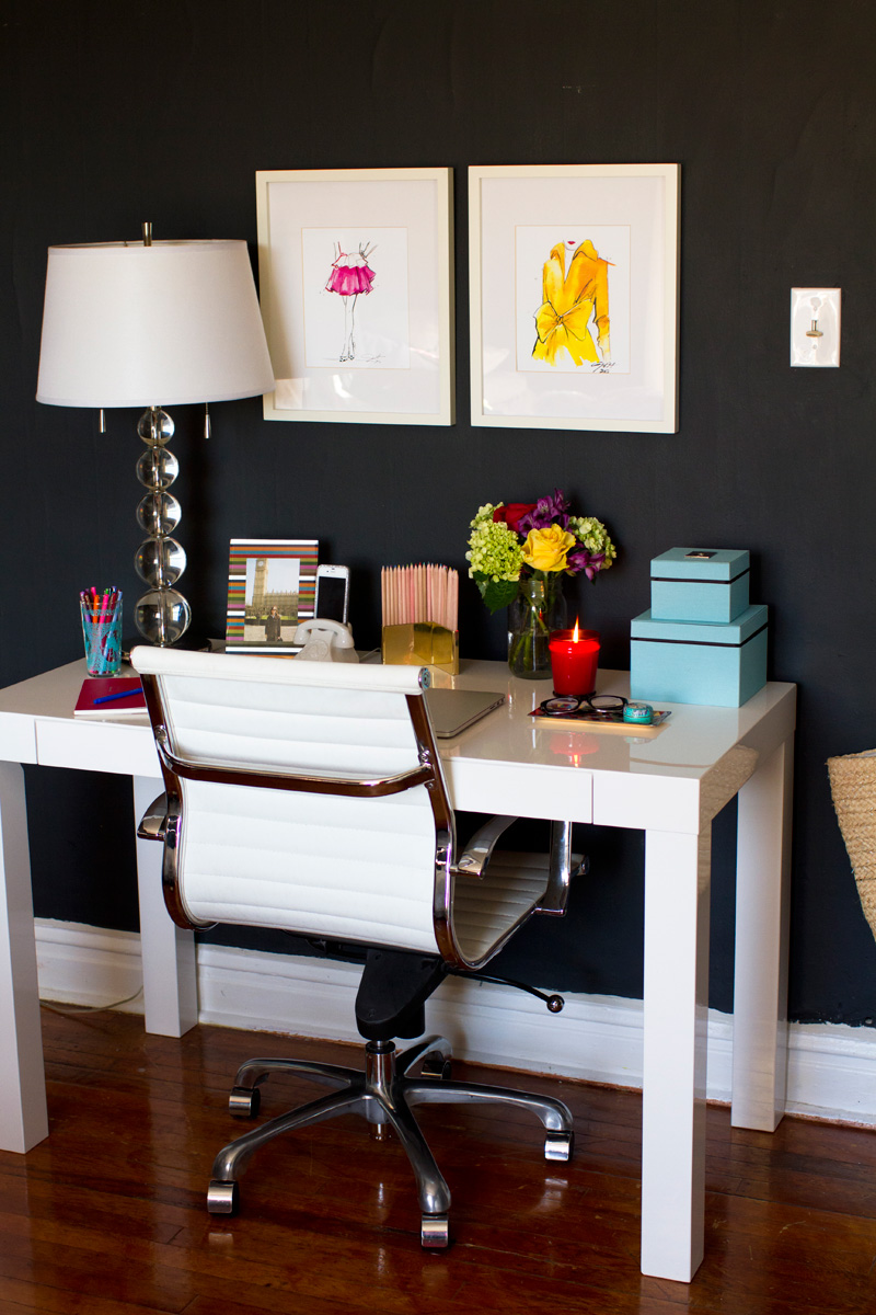 Beautiful Home Office Using White Table Desk and Modern Chair