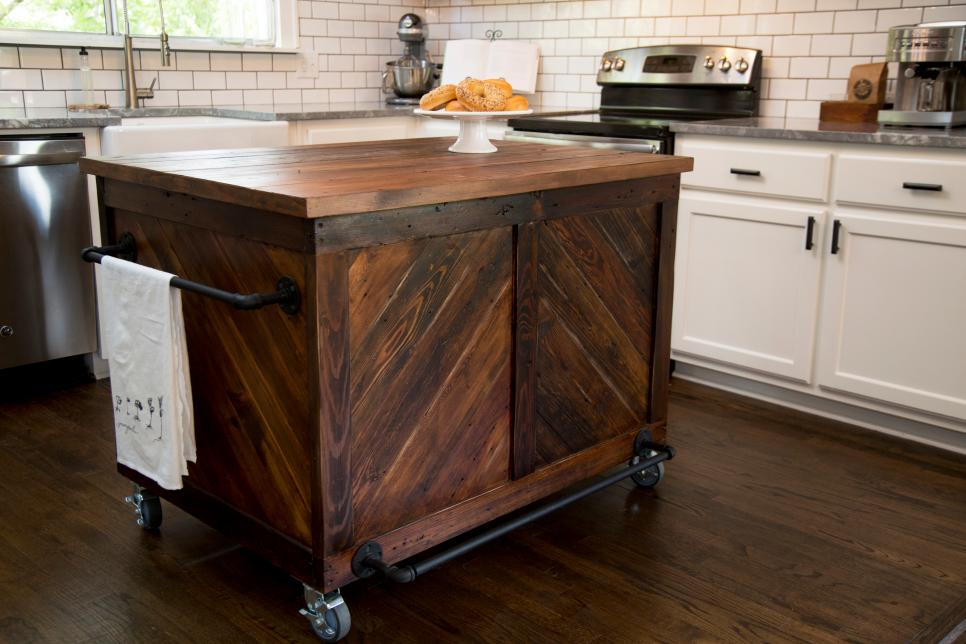6 things should be considered before buying kitchen island for Kitchen units on wheels
