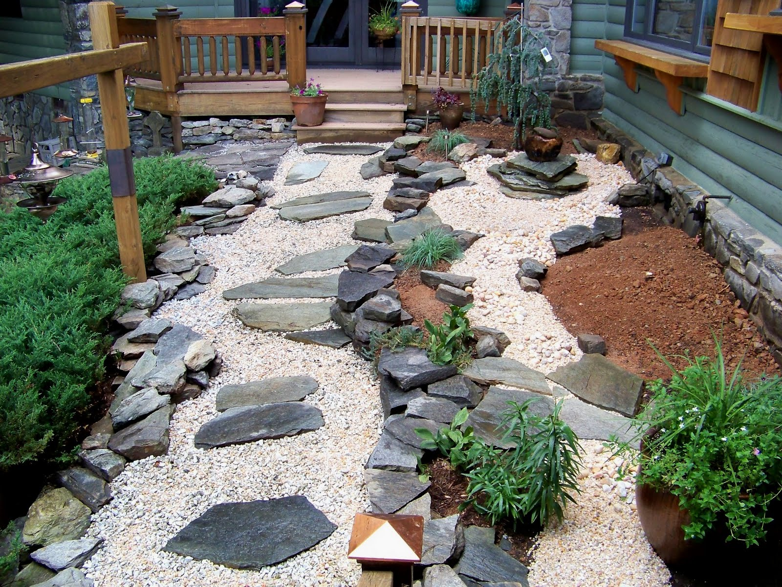 Brilliant Japanese Garden Design with Nice Steeping side Fresh Plant