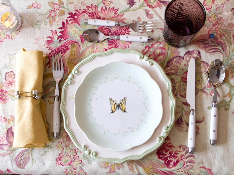 Chic Table Place Setting With Plate Between Fork and Knive