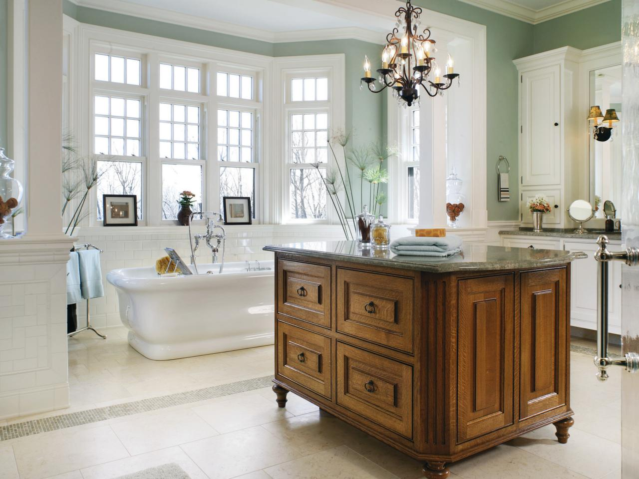 Delicate bathroom Design Ideas Using WoodenCabinet Under Vintage Chandelier