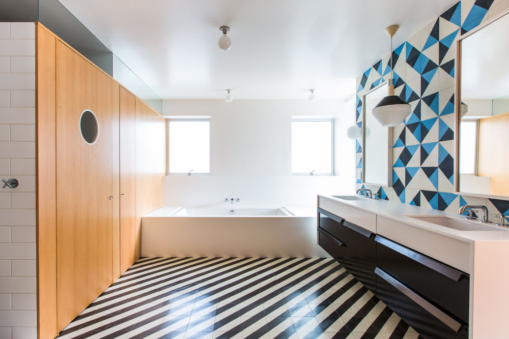Beautiful Elegant Bathroom Using Black And White Stripe Tile Floor Patterns Awesome Ideas