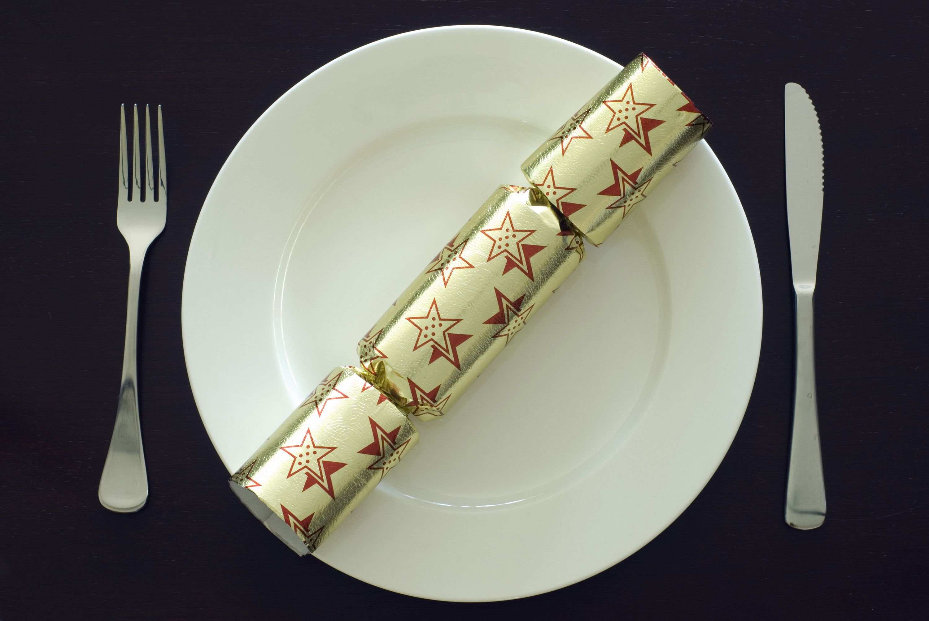 Elegant Design Of The Table Place Setting With White Plate And Silver Sporks And Blade Added With Christmas Gift