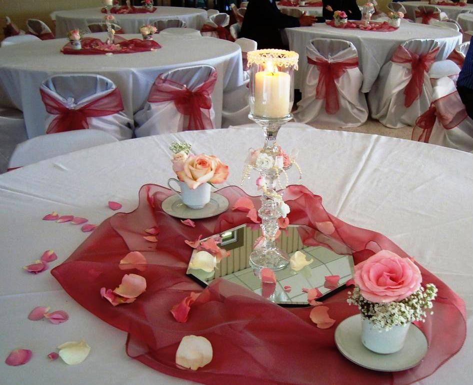 Delicieux Fantastic Design Of The Table Decoration Ideas With Silver Napkins Added  With Pink Roses Ideas