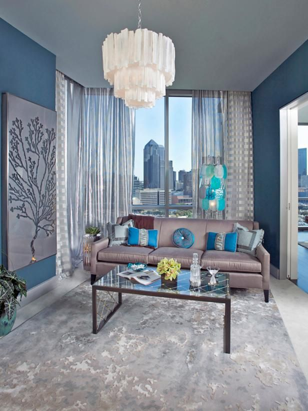 Fantastic Living Space Using Light Blue Paint and Awful Wall Decor