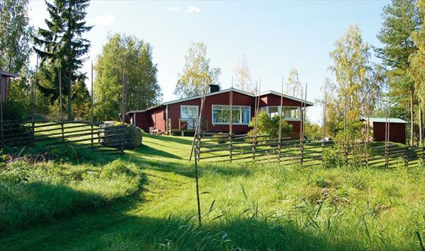 Fantastic Summer House Apartemt With Spacious Yard also Rustic Fence