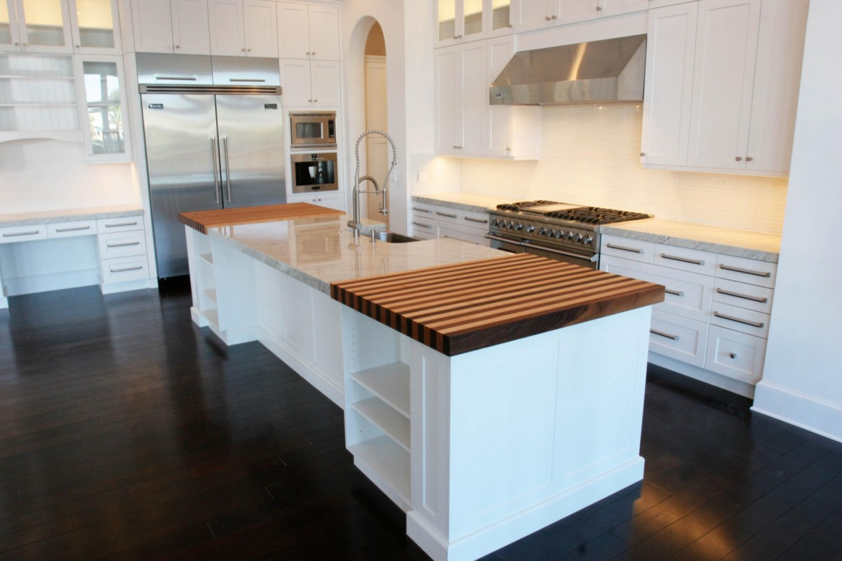 Impressive Interior Kitchen With White Cabinet and Awful Countertop Decor