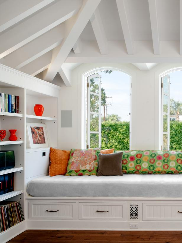 Interesting Room Decor Using Window Seat As Reading Nook Ideas Also Shelves
