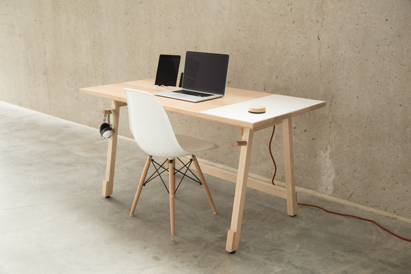 Lavish Concept Of Small Computer Desk Using Rectangular Top Design