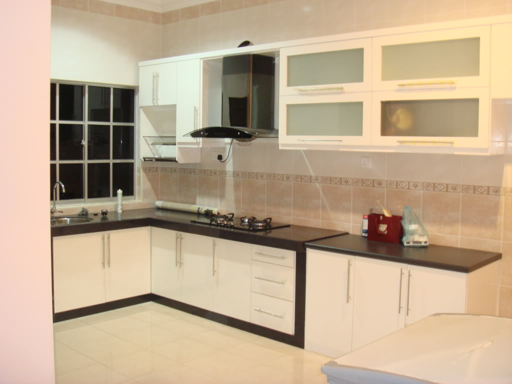 Luxurious Kitchen Layout Planner Using Black and White Cabinet Design