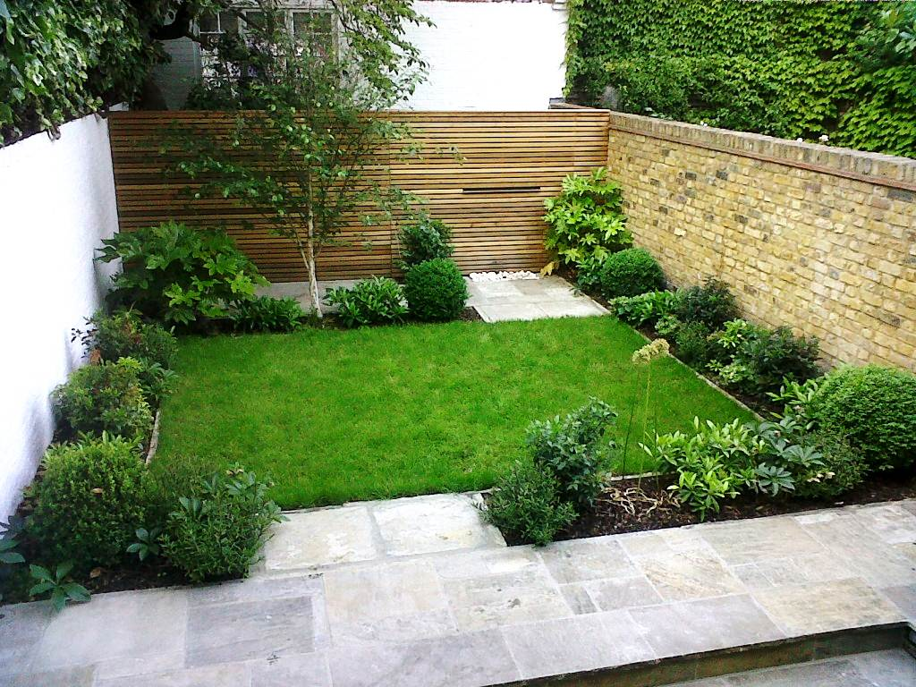 Natural Backyard Ideas with Fresh Plants and Unique  Fence plus Nice Floor