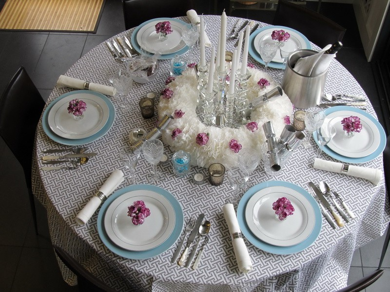 Stunning Design Of The Table Place Setting With So Many Napkins And White Plates Added With Spoons Ideas