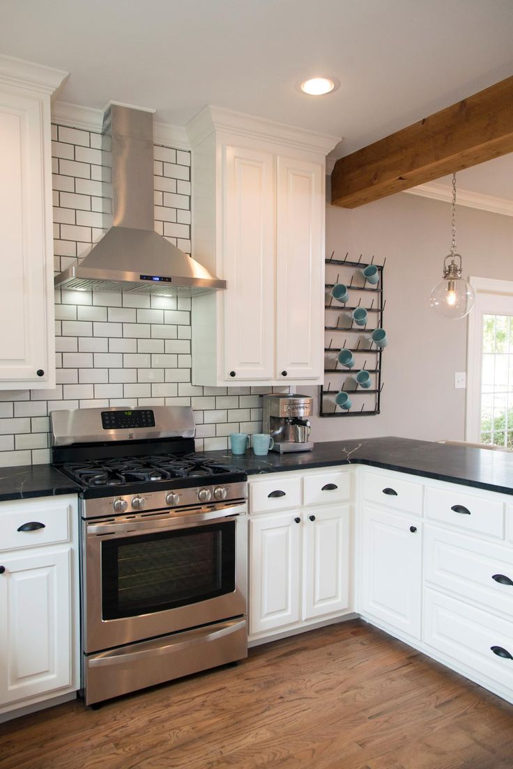 Exceptionnel Stylish Kitchen Using White L Shape Cabinet With Black Top And Cute  Backsplash