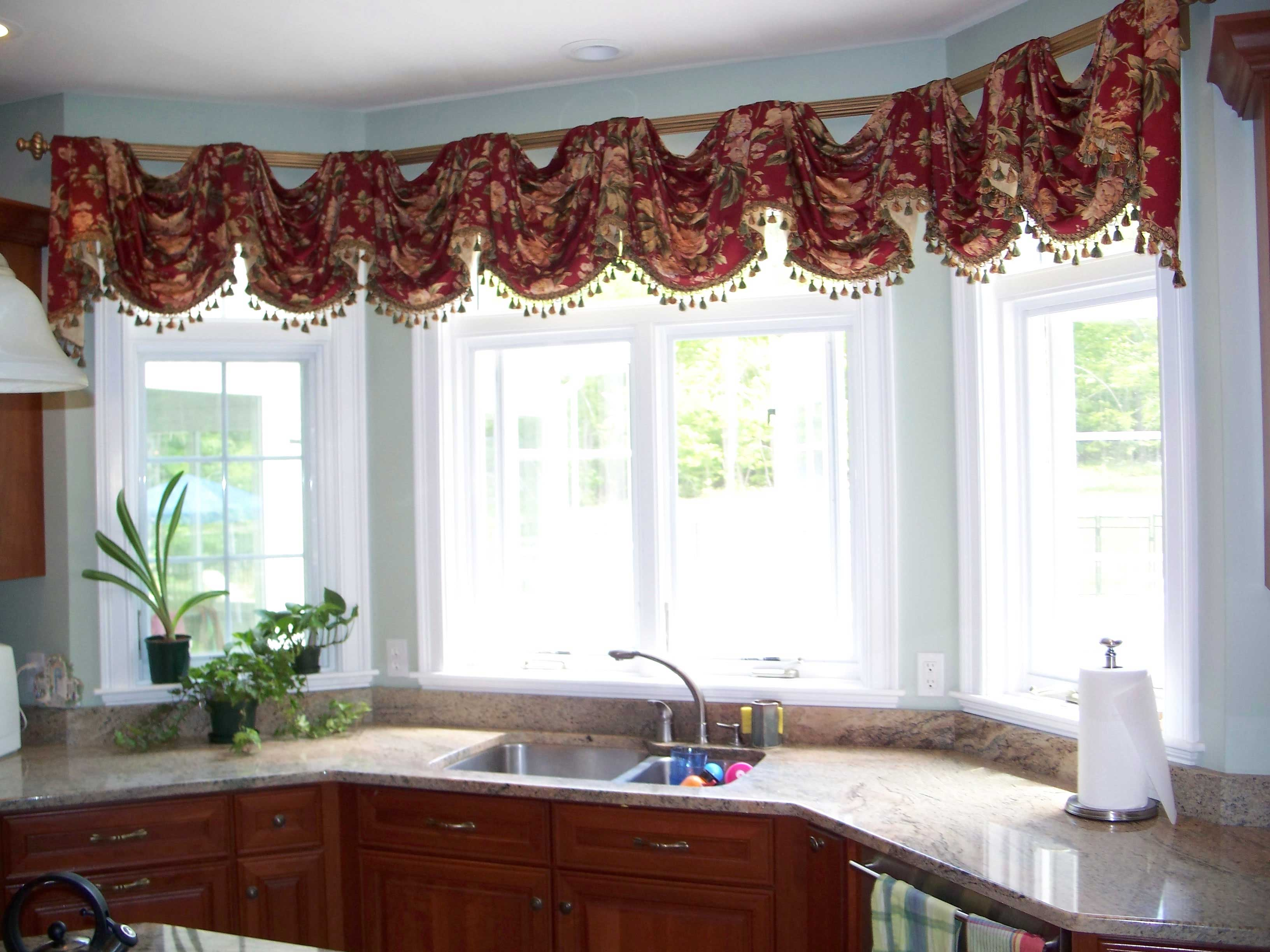 Taking Kitchen Design Ideas Using Neat Window Curtain and Lush Cabinet