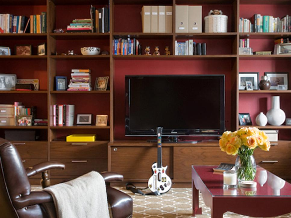 Beautiful Family Room With Leather Sofa and Coffee Table Plus Book Storage Ideas