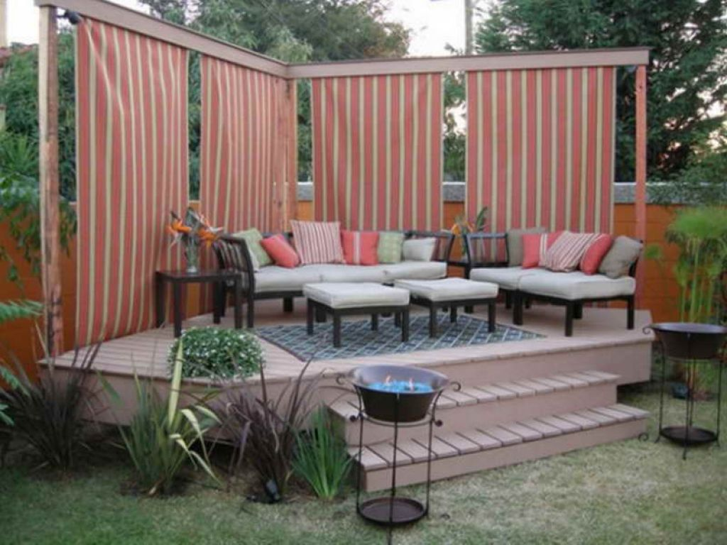 Simple and easy backyard privacy ideas midcityeast for Small outdoor privacy screen