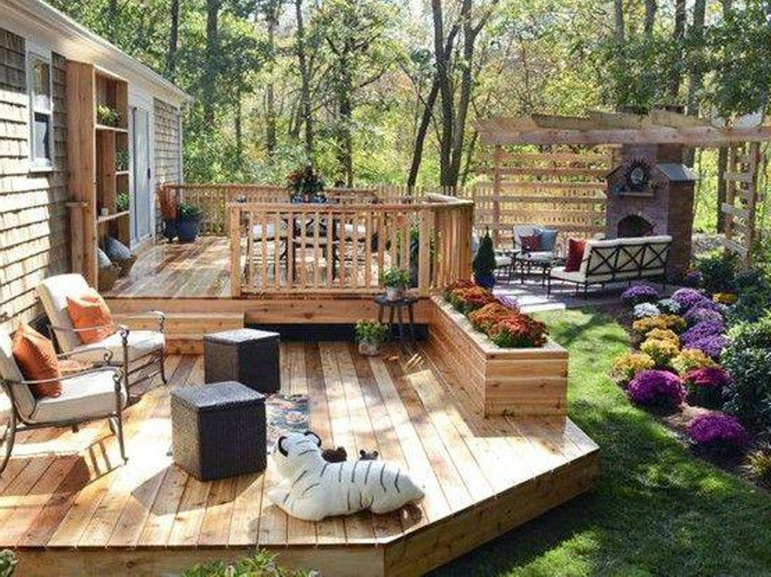 Simple and easy backyard privacy ideas midcityeast for Split level garden decking