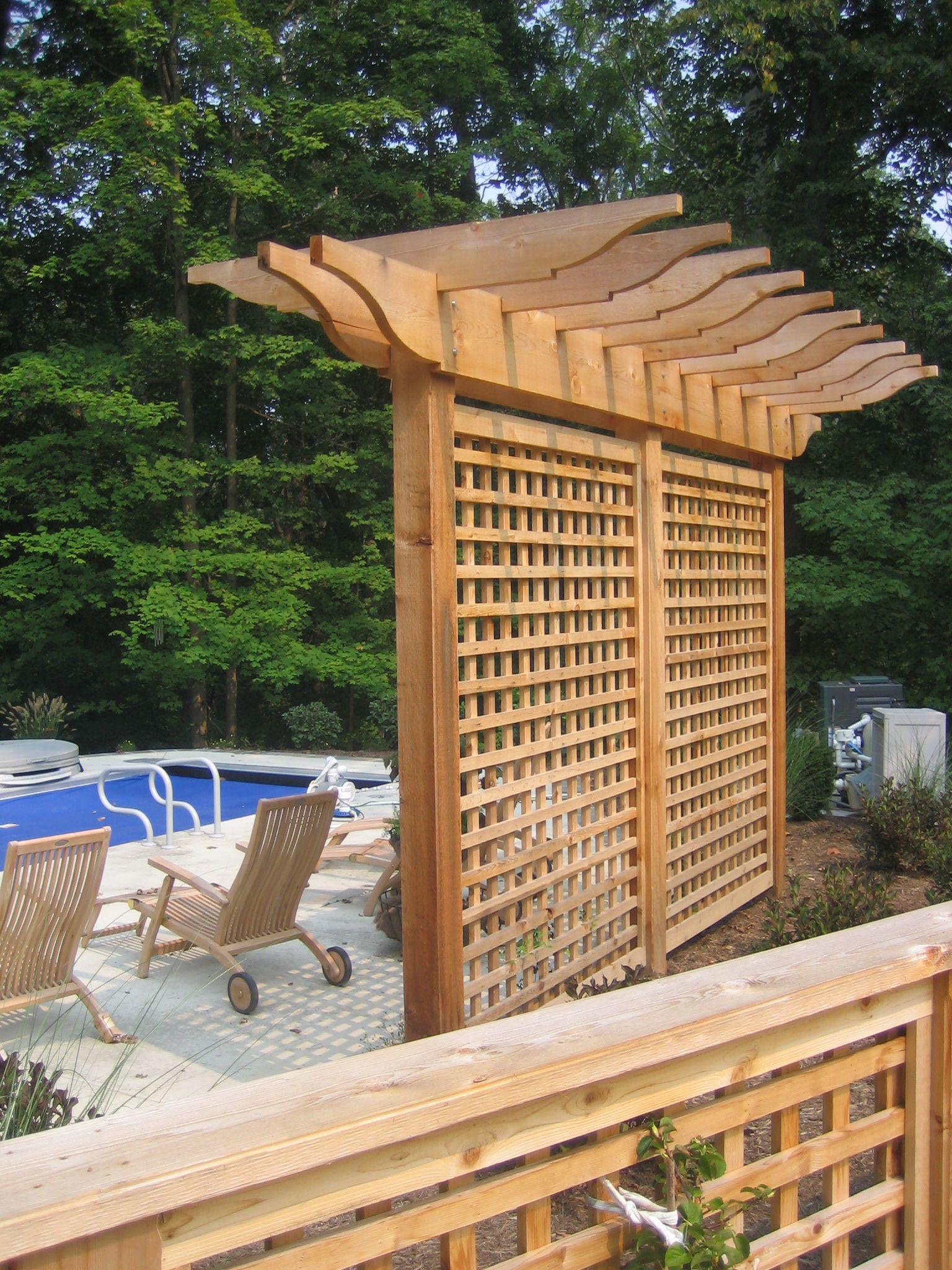 Charmant Sublime Swimming Pool Deck With Wooden Chairs Also Fence For Backyard Decor