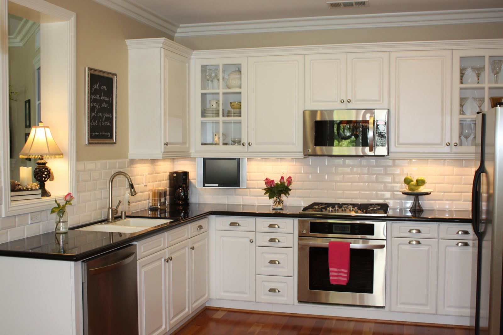 Top 5 ideas of wall decor for kitchen midcityeast for Black and white painted kitchen cabinets