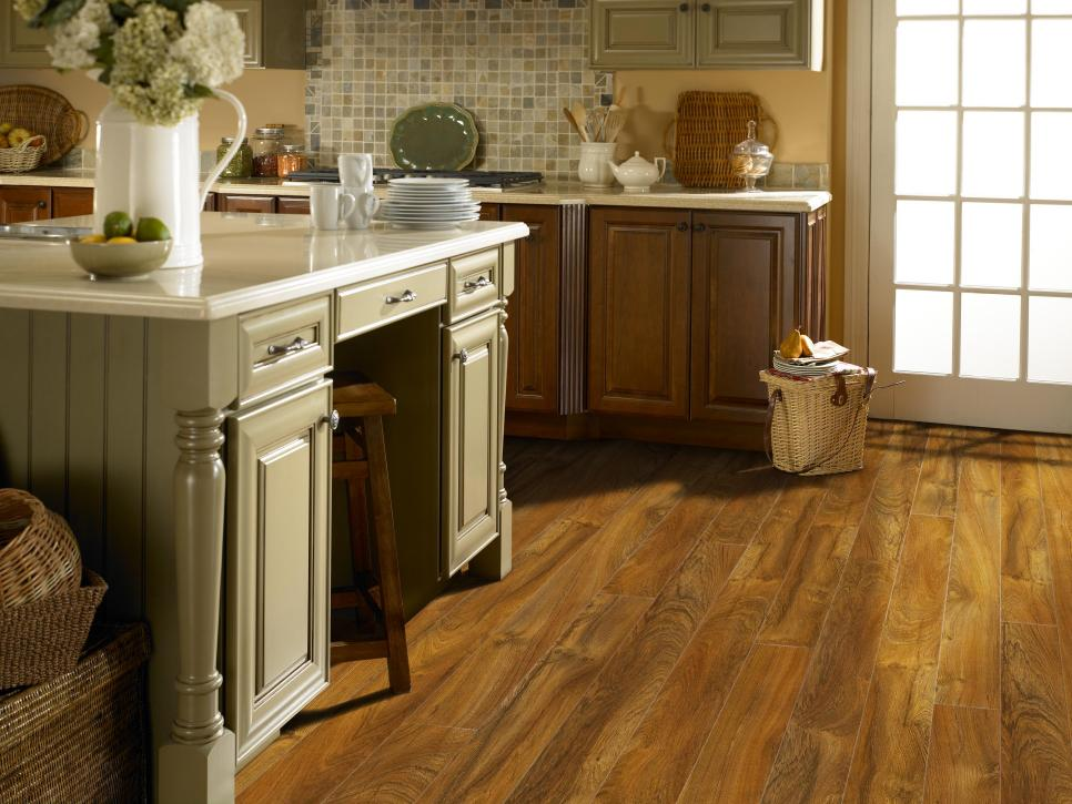 Attrayant Taking Kitchen Design With Bar Table And Chair Also Wood Flooring Options