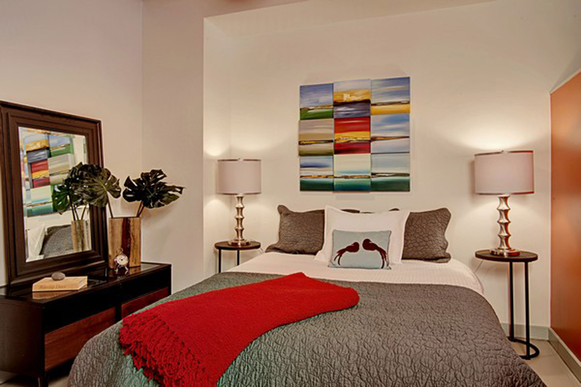 A little apartment bedroom ideas midcityeast for Ideas for the bedroom