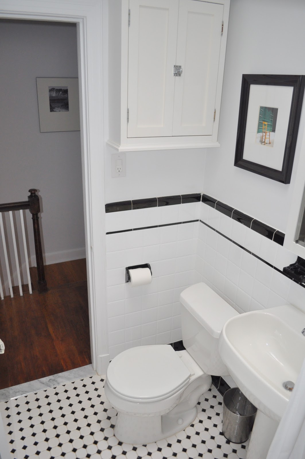How to decorate a small bathroom in black and white - Tantalizing Floor And Wall Design With White Tile Bathroom Themes