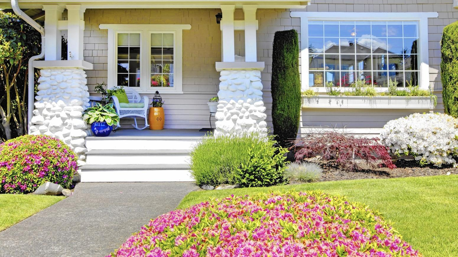 Curb appeal landscaping ideas for a house with flat roof for Curb appeal landscaping