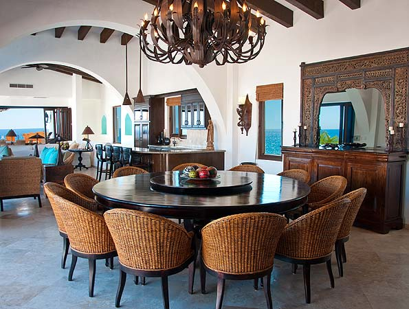 Delightful Interior Dining Room With Circle Table And Lush Chairs Design