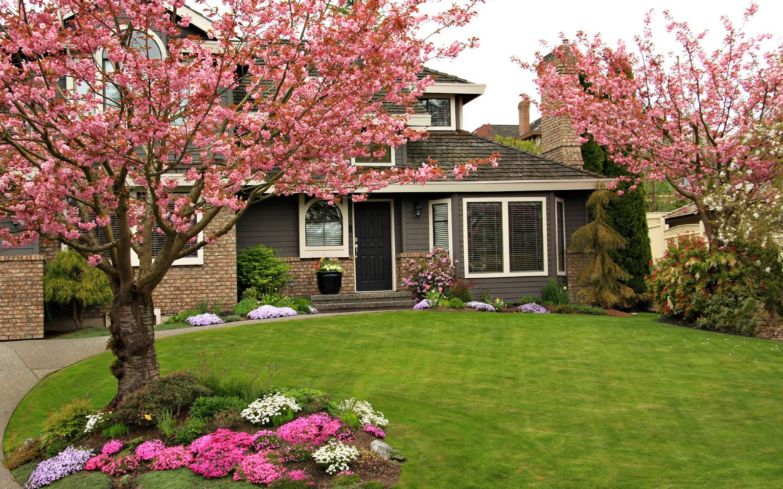 Curb Appeal Landscaping Ideas For A House With Flat Roof Artmakehome