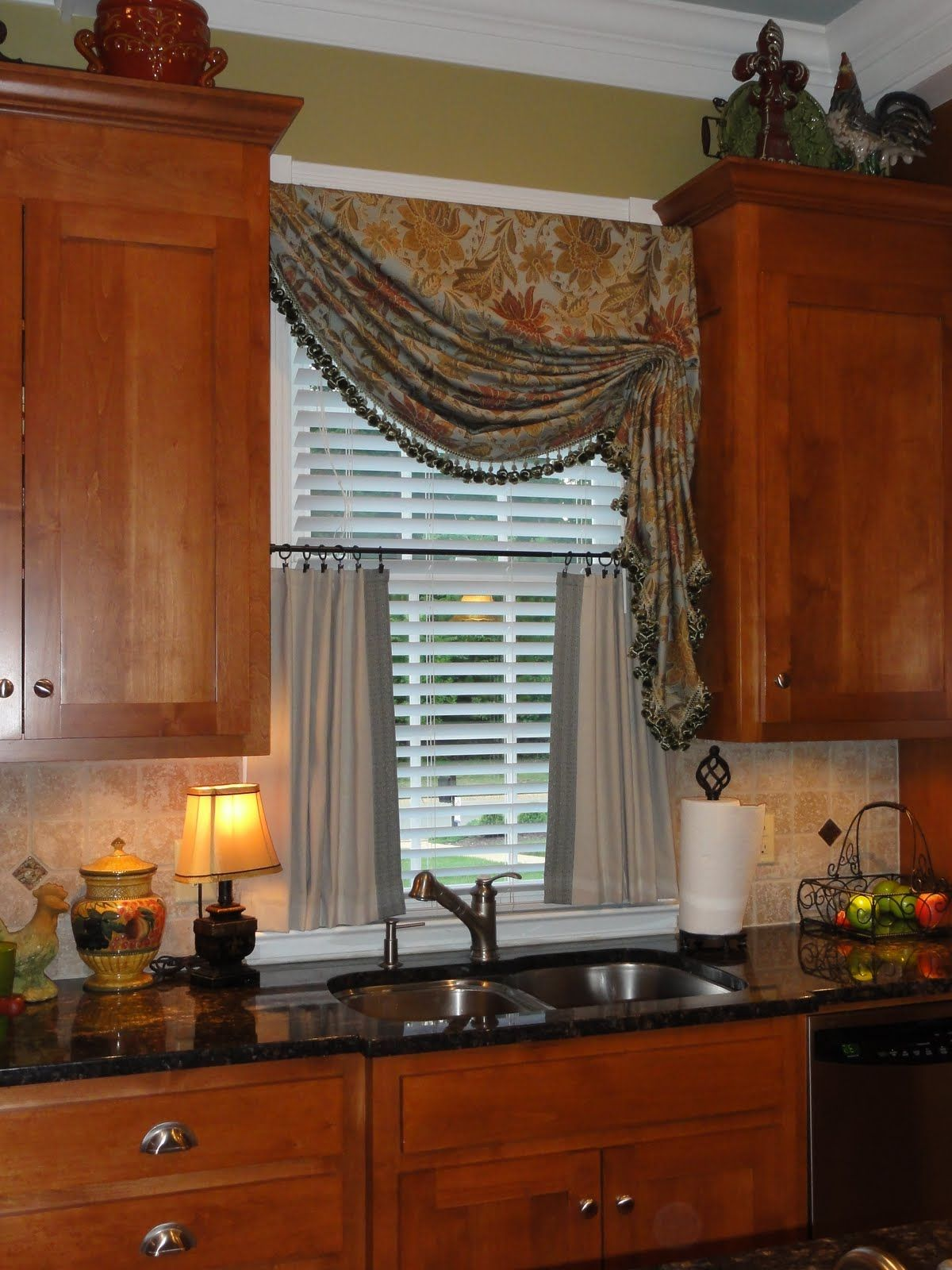 A bunch of inspiring kitchen curtains ideas for getting for Modern kitchen curtains ideas