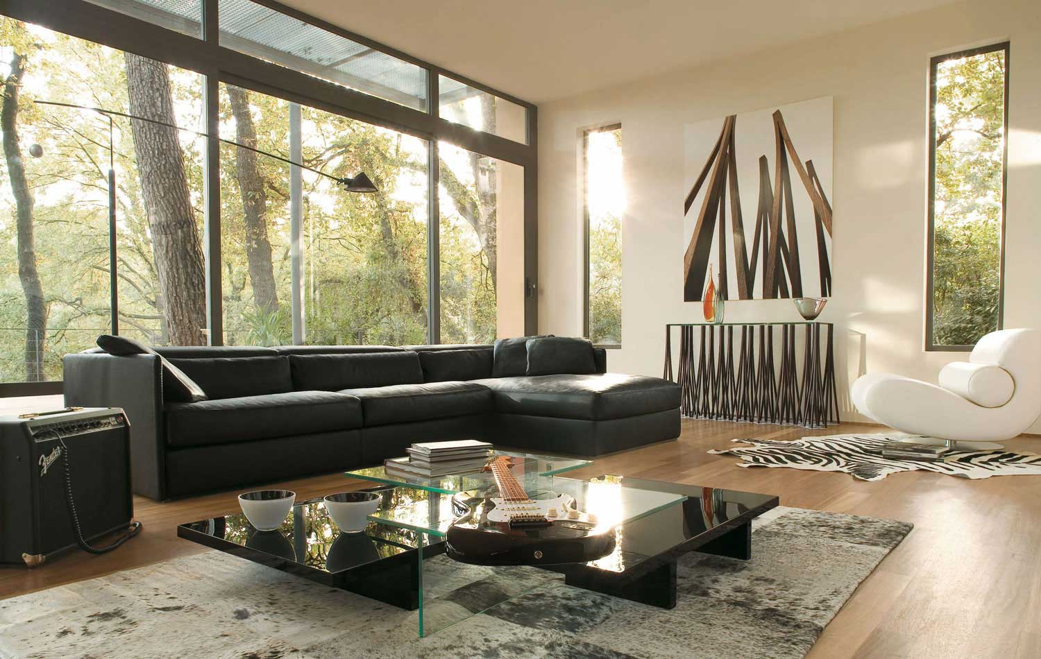 Ravishing Living Room Decor With Black Sofa and Coffee Table