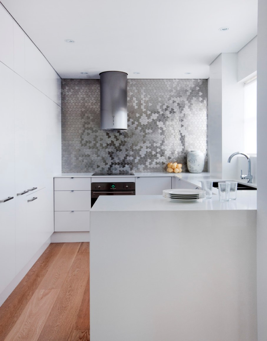Stunning Kitchen Design With White U Shape Cabinet and Lavish Backsplash