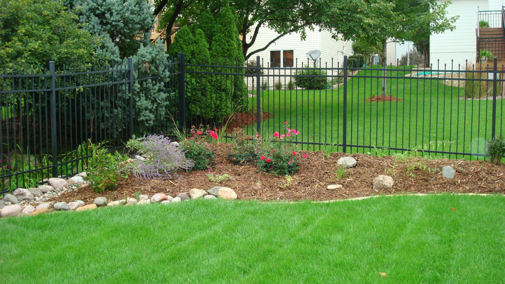 Simple small garden ideas simple small backyard for Easy backyard landscaping