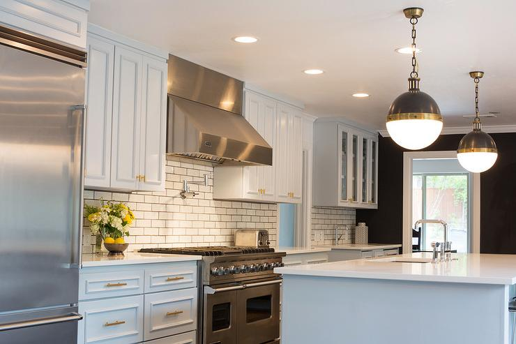 Hunky Interior Kitchen Using Neat Backsplash also Chic Pendant Lighting
