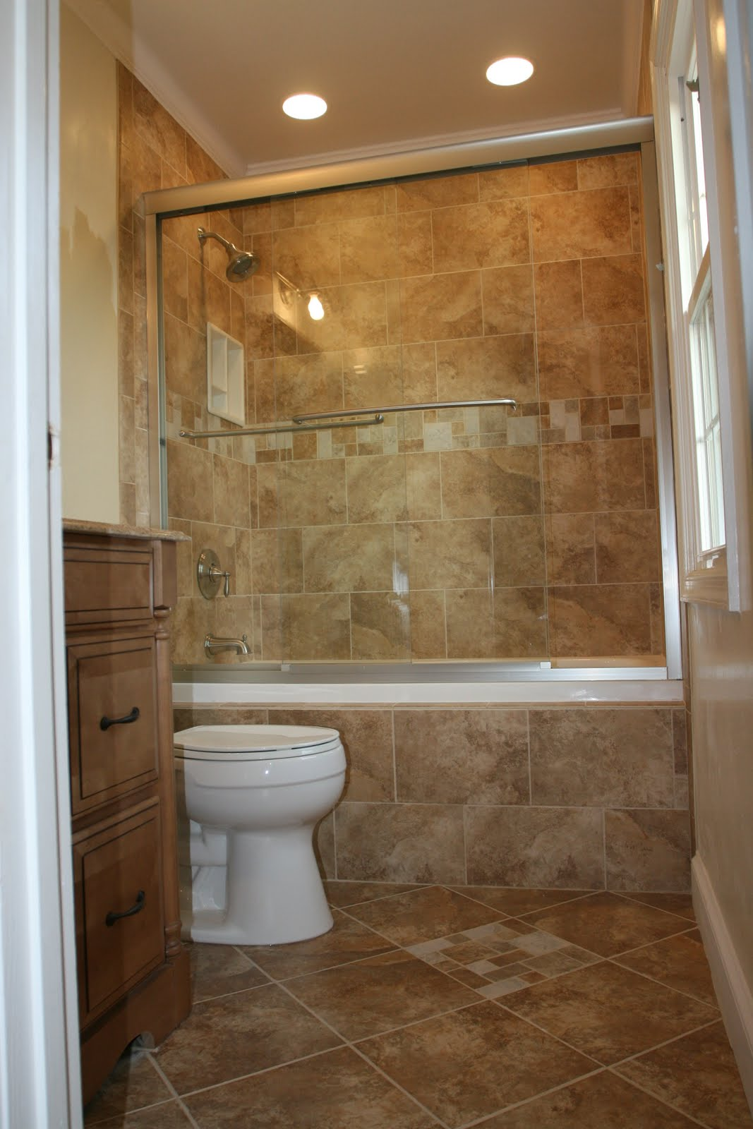 Pleasing Bathroom Design With Granite Wall and Floor Tile Decor